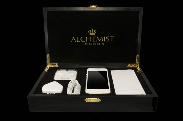 iPhone-5 con incrustaciones de oro y diamantes