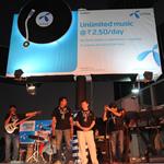 ¡Uninor promueve su campaña de música ilimitada con estilo!