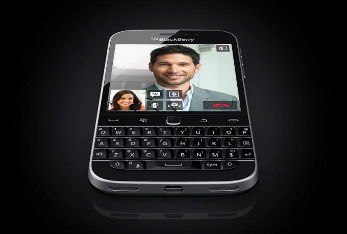 blackberry-classic-starwars-ángulo
