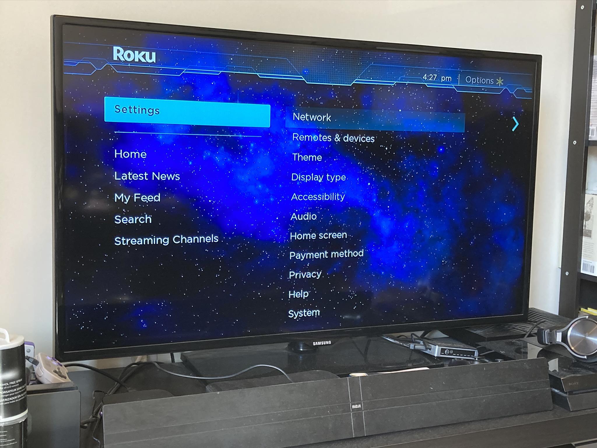 Para desactivar los subtítulos en Roku, necesitará su Roku en funcionamiento; una conexión a Internet tampoco estaría de más. Si no ha actualizado el software por un tiempo, asegúrese de hacerlo primero.