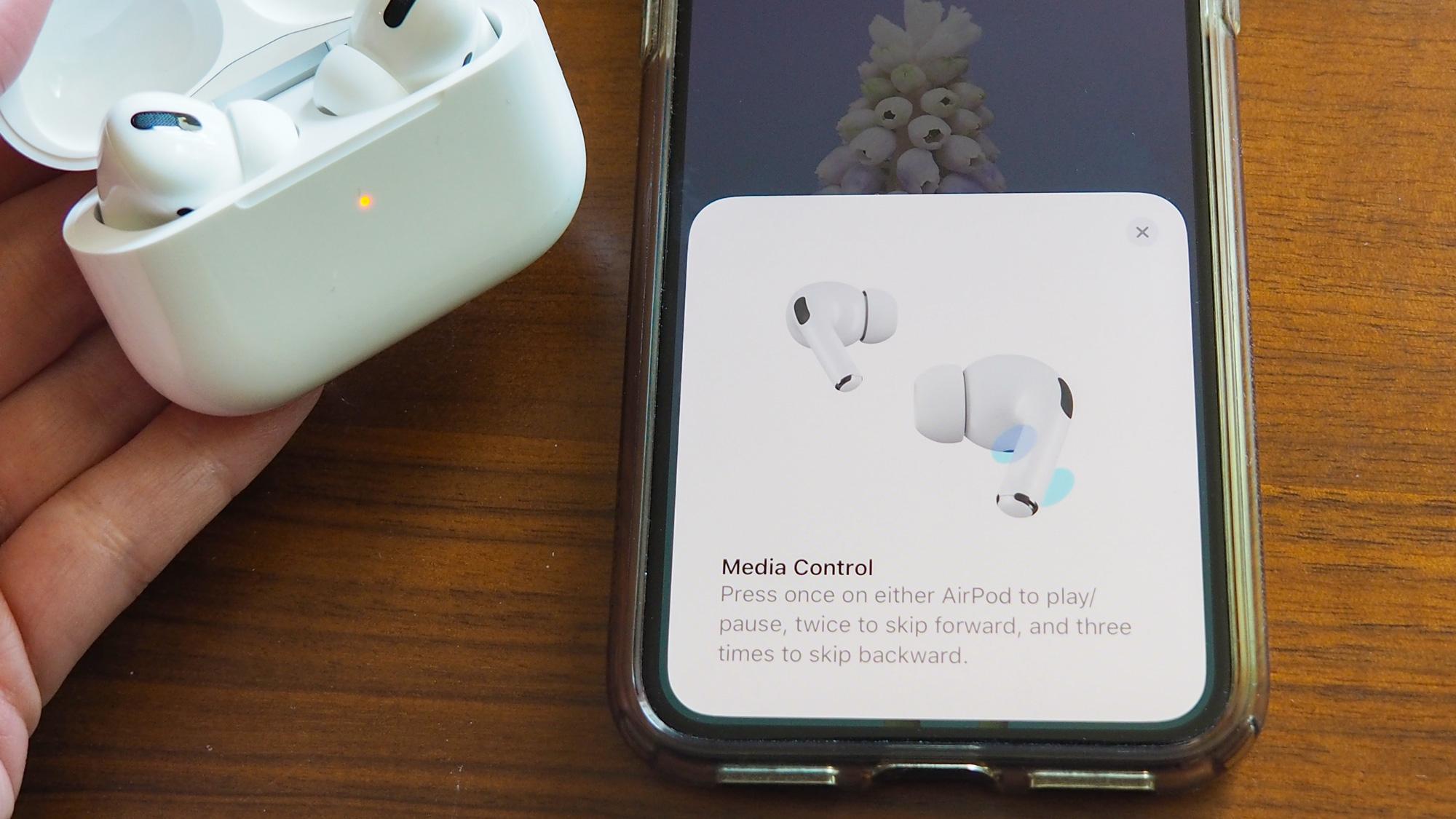 Su iPhone lo guiará a través de las funciones de AirPods.