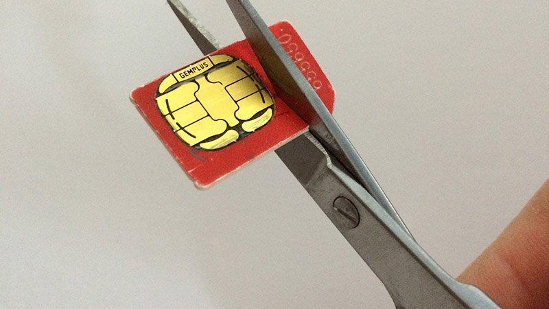 Cómo cortar una tarjeta SIM y hacer una nano-SIM para iPhone y iPad: Cortar la tarjeta SIM
