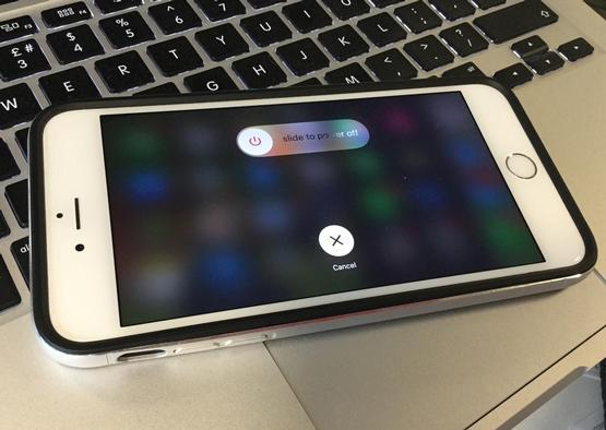 Apaga el iPhone mojado
