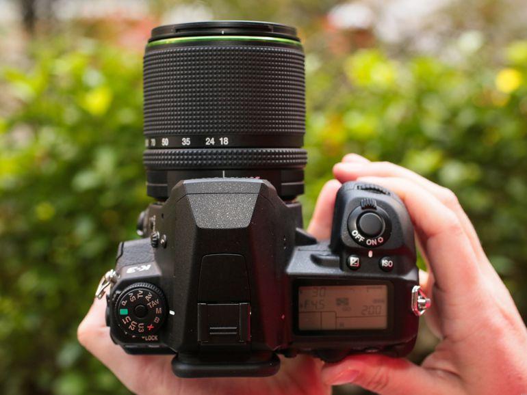 Pentax K-3 (con lente de 18-135 mm)