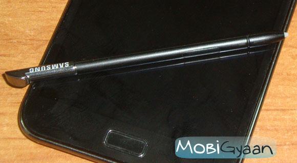 Los médicos sacan un lápiz óptico de 5 cm para teléfonos inteligentes del intestino de un hombre