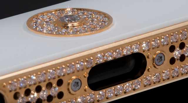 iPhone-5-3 con incrustaciones de oro y diamantes