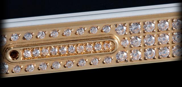 iPhone-5-2 con incrustaciones de oro y diamantes
