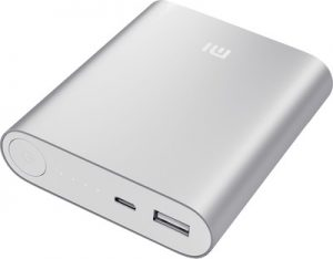 Accesorios Xiaomi que incluyen Power Bank y auriculares enumerados en Flipkart