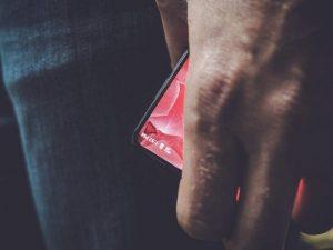 Andy Rubin adelanta el próximo teléfono inteligente sin bisel