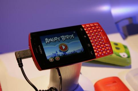 Nokia-Asha-angry-birds