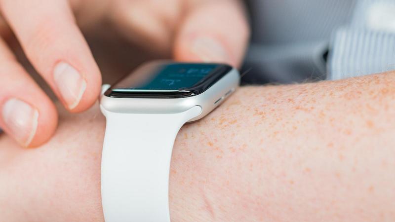 cómo cambiar aplicaciones apple watch dock