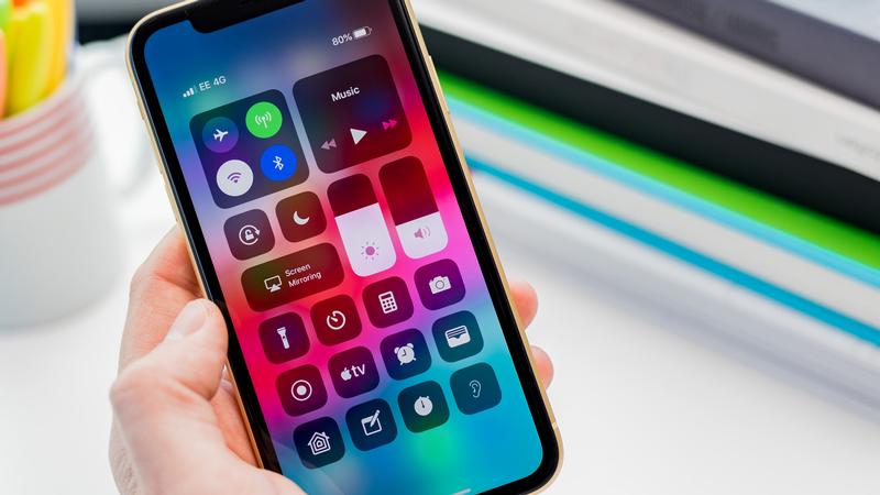 cómo desactivar el brillo automático en la pantalla principal del iPhone