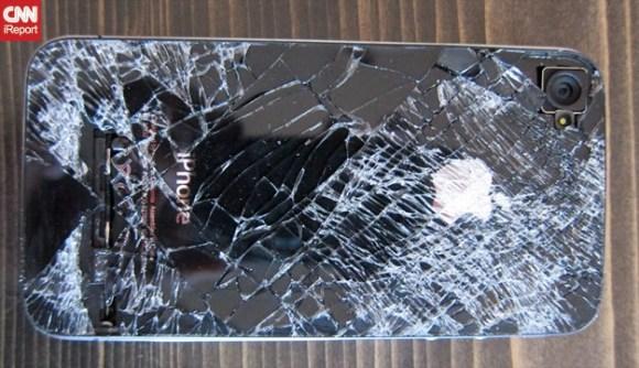 El iPhone 4 se cae 13,500 y apenas sobrevive para hacer llamadas telefónicas