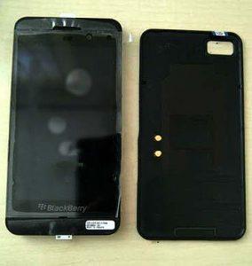 El smartphone BlackBerry 10 L-Series sonríe para la cámara