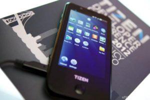 Especificaciones e imágenes del dispositivo de desarrollo Tizen Samsung GT-I9500 Fraser al aire libre