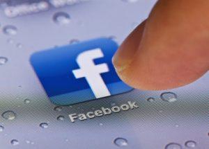 Facebook atrae a ex ingenieros de Apple para su propio teléfono inteligente