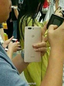 Huawei Honor V8 con superficies de configuración de cámara dual