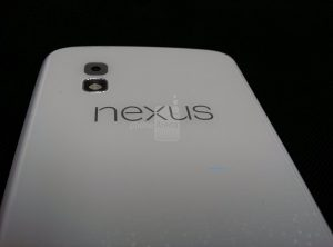 LG Nexus 4 blanco en la foto, podría estar en camino