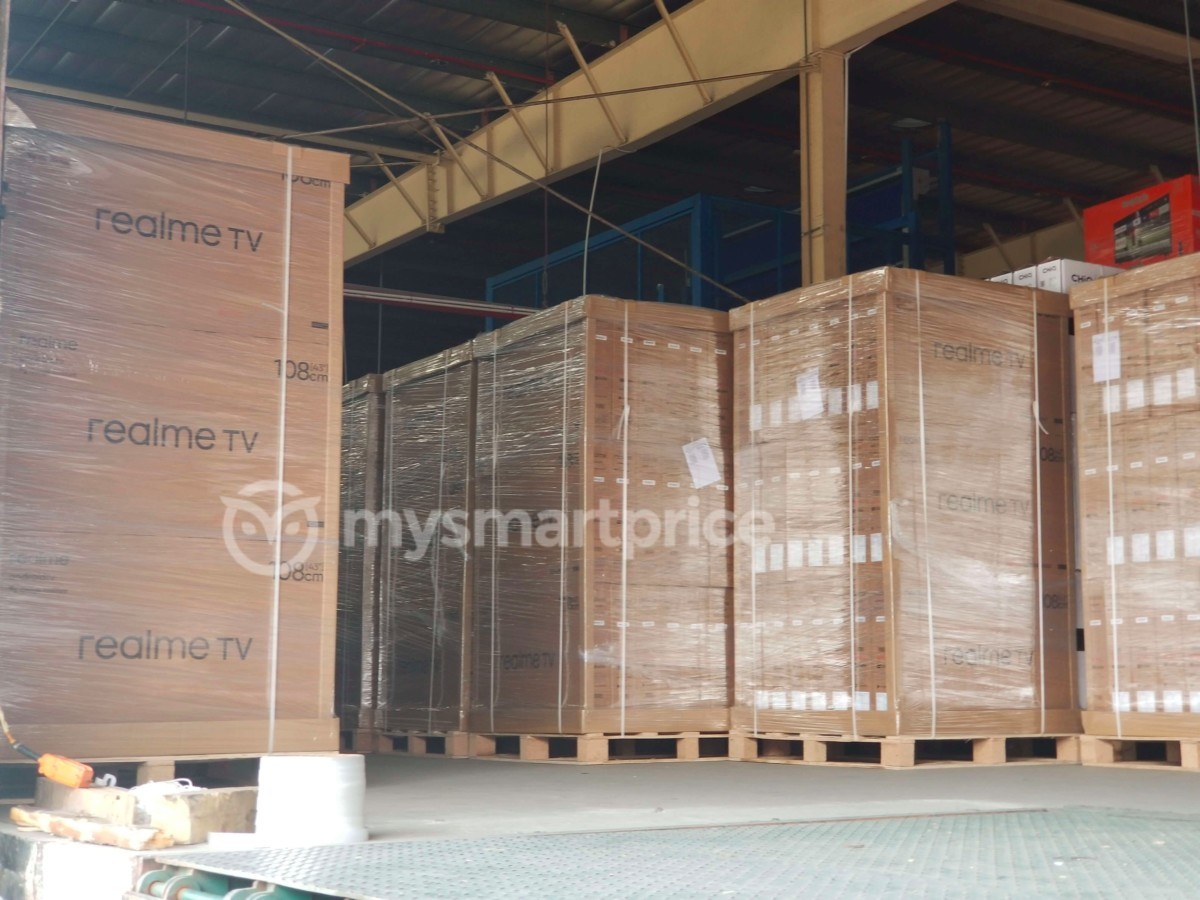 Realme-TV-retail-packaging