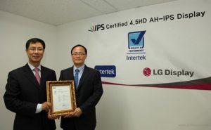 La pantalla móvil AH-IPS de 4,5 pulgadas de LG apunta al Super AMOLED de Samsung para ganar un premio
