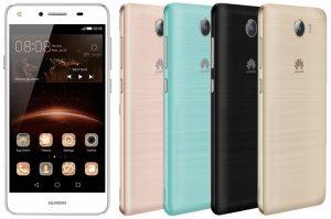 La prensa del teléfono inteligente Android económico Huawei Y5 II muestra la superficie