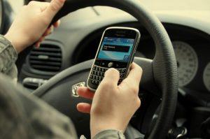 Llamar y enviar mensajes de texto mientras se conduce mata a unas 5.000 personas al año en los EE. UU. [Study]