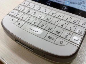 Los nuevos teléfonos inteligentes BlackBerry tendrían teclado QWERTY, dice el CEO Chen