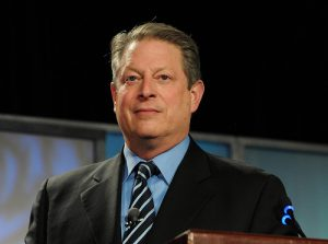 Más de un iPhone llegará este año, dice Al Gore