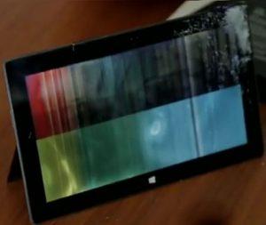 Microsoft Surface pasó por el infierno en pruebas de tortura, finalmente se rinde [Video]