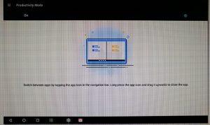Motorola trabajando en una tableta Android con el modo de productividad