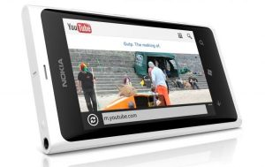 Nokia Lumia 800 posa en blanco [Pictures]