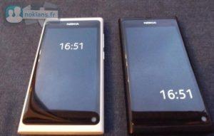 Nokia N9 en blanco se desembala en su brillante gloria