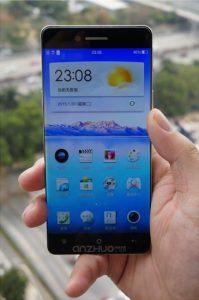Nuevo teléfono inteligente Oppo con superficies de pantalla sin bisel