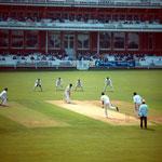 Obtén puntajes, momentos destacados y más de Cricket en tu móvil gratis mientras estás en el estadio