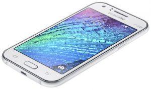 Samsung Galaxy J1 Ace con pantalla de 4,3 pulgadas y procesador de doble núcleo disponible para Rs.  6400