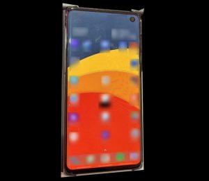 Samsung Galaxy S10 con superficies de pantalla Infinity-O de 5.8 pulgadas en una imagen en vivo