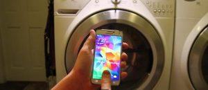 Samsung Galaxy S5 puesto en lavadora;  sobrevive ileso