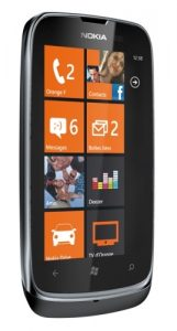 Nokia planea tener teléfonos con Windows más baratos para competir con Android