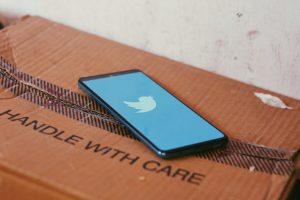 Cómo bloquear y desbloquear cuentas en la aplicación de Twitter [iPhone/Android]