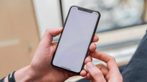 Cómo limpiar la pantalla de un iPhone, iPad, Mac o Apple Watch (de forma segura)