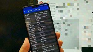 Supuesta imagen en vivo de OnePlus 6 aparece en línea mostrando el teléfono con pequeños biseles