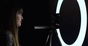 Cómo utilizar su monitor o televisor como anillo de luz